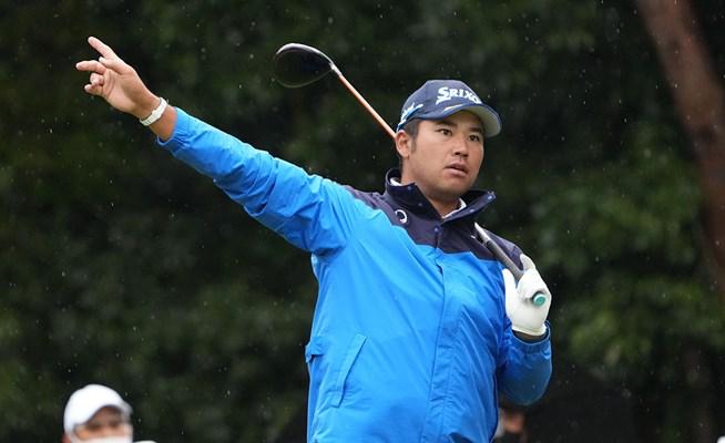 「一日中カッパはあまりない」 松山英樹は単独首位ターン→雨中の練習