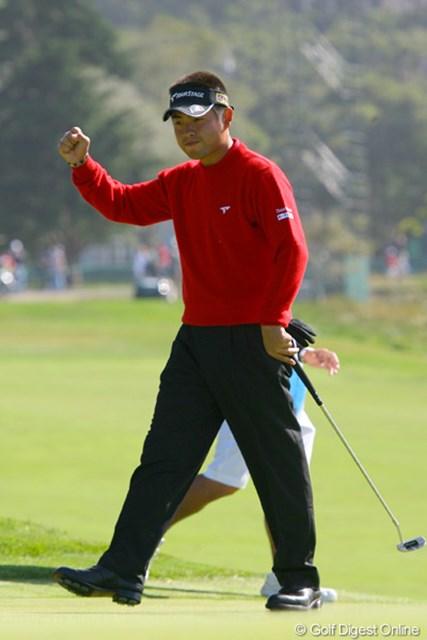2010年 全米オープン初日 池田勇太 3番で長いバーディパットを沈め、力強くガッツポーズ!