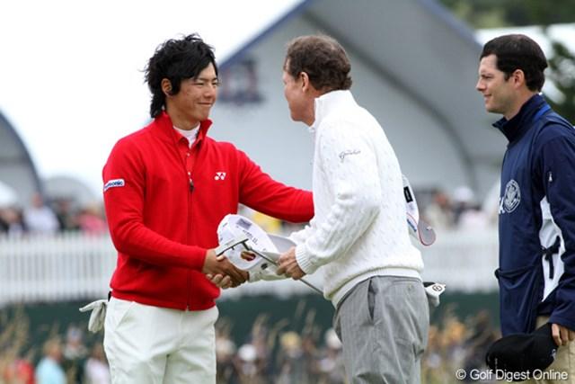 2010年 全米オープン2日目 石川遼&トム・ワトソン 最終ホールのグリーンでしっかりと握手を交わす2人。遼にワトソンから優しい言葉かかけられた