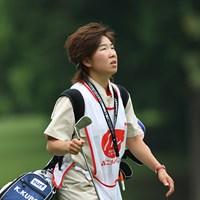 「ゴルフが好きなのでキャディも楽しい」と話す森桜子は、今週久保啓子のバッグを担いでいた ニチレイレディス最終日 森桜子