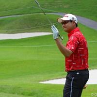 4アンダー暫定2位タイのエディ・リー。チップインバーディを奪いクラブを掲げて声援にこたえる 2010年 TOSHIN GOLF TOURNAMENT IN LakeWood 初日 エディ・リー