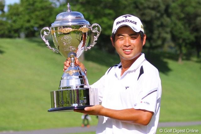 2010年 TOSHIN GOLF TOURNAMENT IN LakeWood 最終日 池田勇太 薗田峻輔の追い上げを振りきり、今季初勝利を果たした池田勇太