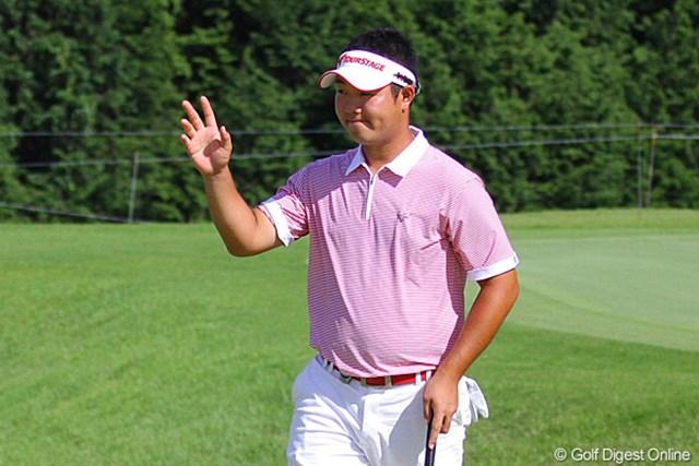 2010年 TOSHIN GOLF TOURNAMENT IN LakeWood 最終日 薗田峻輔 パットが決まらず笑顔がなかったが、最終ホールでようやくにっこり