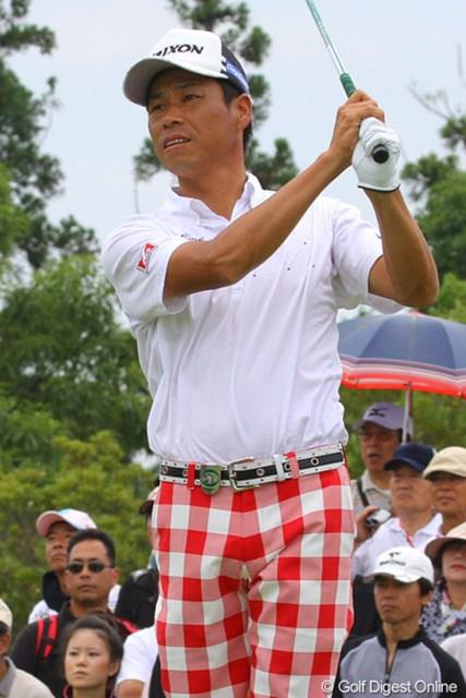 2010年 TOSHIN GOLF TOURNAMENT IN LakeWood 最終日 兼本貴司 赤白のチェック柄パンツで登場した兼本貴司が11アンダー4位タイに食い込む