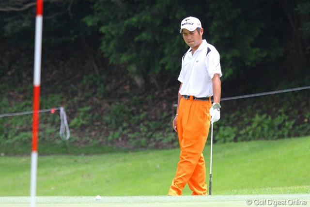 2010年 TOSHIN GOLF TOURNAMENT IN LakeWood 最終日 池田勇太 3番でアプローチしたボールがピンの手前から自分の足元に戻り愕然とする池田勇太