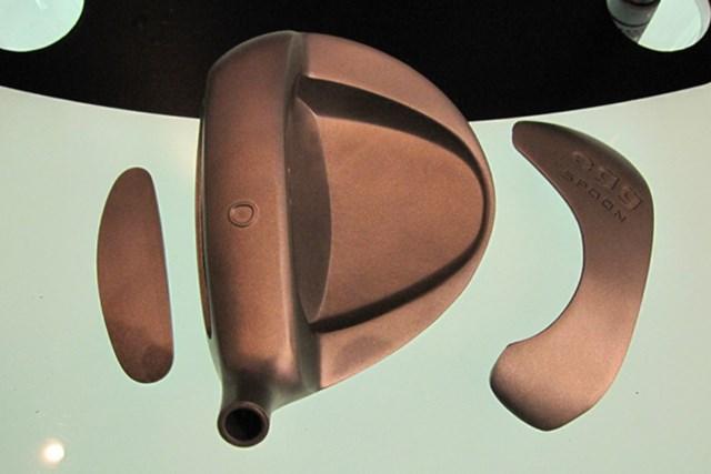 打球音が改善!2代目「プロギア eggスプーン」 NO.4 ヘッド部分のパーツを激写。フェースは反発の高いマレージング鋼を採用し、ソールにはタングステン合金を使用して、低重心化を図っている