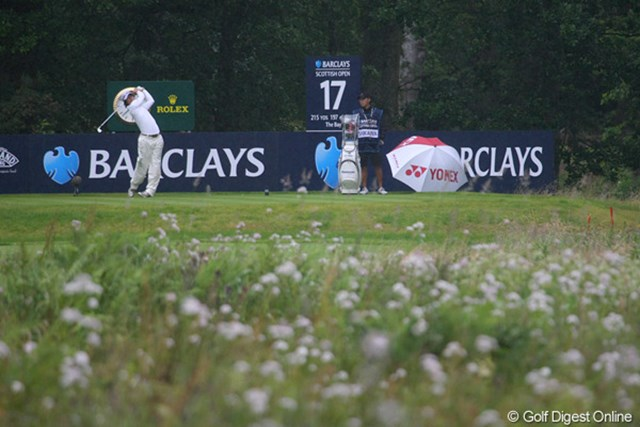 2010年 バークレイズ・スコットランドオープン 2日目 石川遼 17番パー3ではティショットをグリーン左のハザードに打ち込み、痛恨のダブルボギー