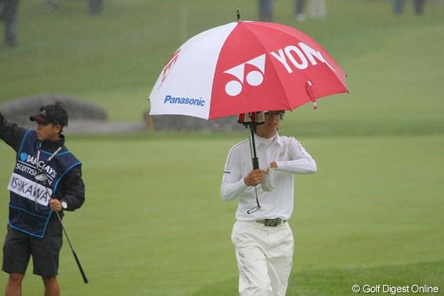 2010年 バークレイズ・スコットランドオープン 2日目 石川遼 雨と風。スコットランドゴルフを象徴する光景