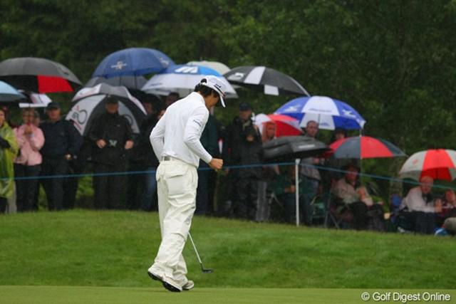 2010年 バークレイズ・スコットランドオープン 2日目 石川遼 続く4番でもバーディを奪い、力強いガッツポーズが飛び出した