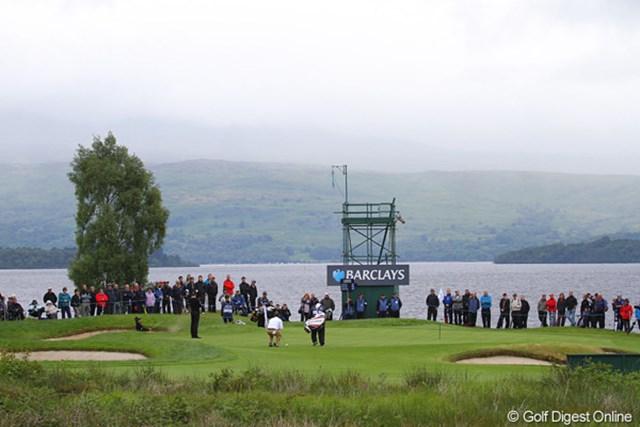 2010年 バークレイズ スコットランドオープン 3日目 5番ホール 奥にはすぐ湖が広がる5番ホール