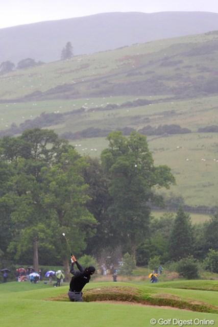 2010年 バークレイズ スコットランドオープン 3日目 石川遼 13番、石川のティショットはフェアウェイバンカーに捕まった