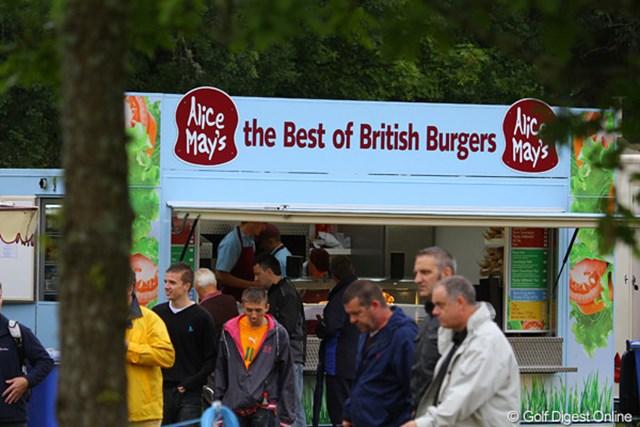 2010年 バークレイズ スコットランドオープン 3日目 コース内の売店(3) そしてハンバーガー屋。メディアセンターの朝食は毎日ハンバーガーです!結構、美味。