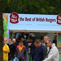 そしてハンバーガー屋。メディアセンターの朝食は毎日ハンバーガーです!結構、美味。 2010年 バークレイズ スコットランドオープン 3日目 コース内の売店(3)