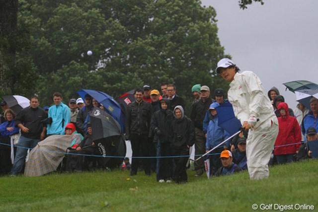 厳しい天候となった最終日。それでも、熱心に観戦するスコットランドのギャラリーたち