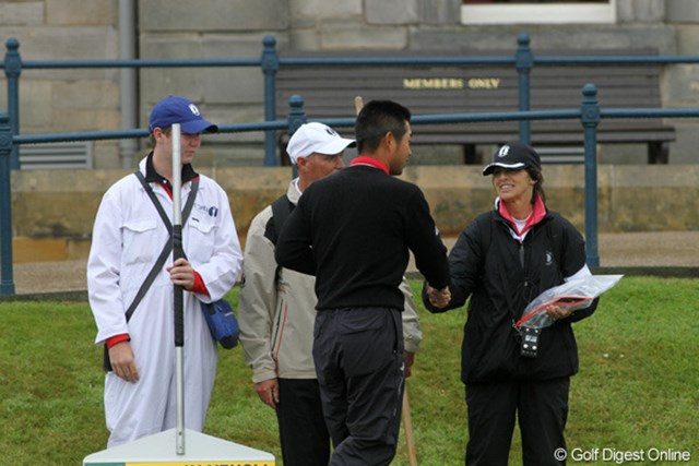 スタート前、ボランティアに対しても帽子を取り挨拶する。とても礼儀正しい