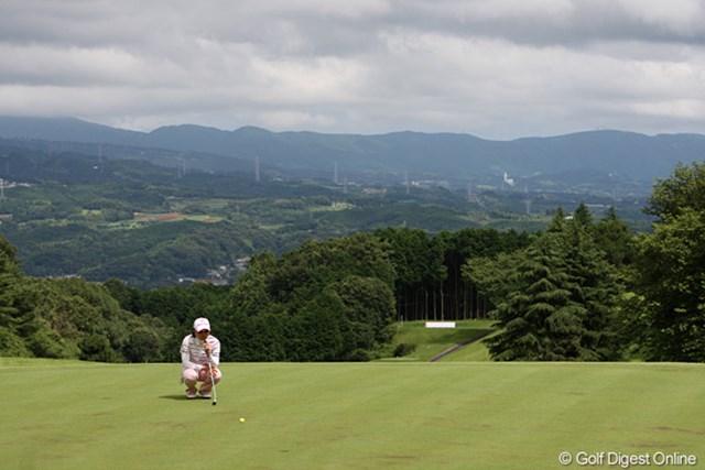 18番グリーンから見える三島方面の風景、少し雲が厚いです。