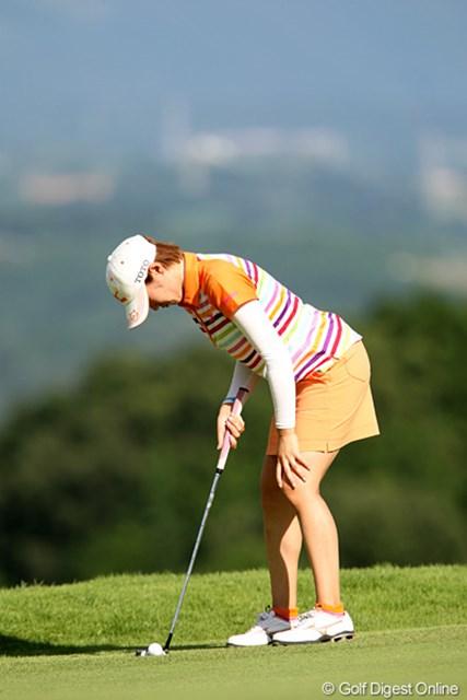 2010年 スタンレーレディスゴルフトーナメント 2日目 飯島茜 これもルーティーンの1つです。