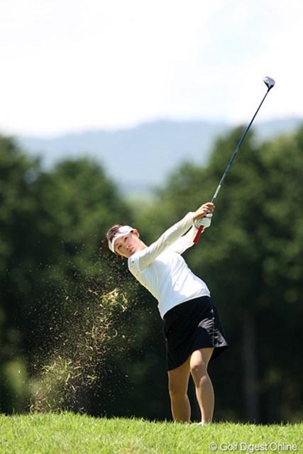 2010年 スタンレーレディスゴルフトーナメント 2日目 北田瑠衣 芝ってこんなにもきれいに舞うものなんですね。