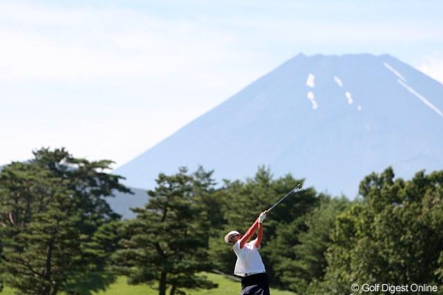 2010年 スタンレーレディスゴルフトーナメント 2日目 富士山 雪がないとちょっと富士山らしくないような・・・。