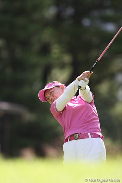 2010年 スタンレーレディスゴルフトーナメント 2日目 中田美枝 8番503Yでイーグルをとり5位タイです。