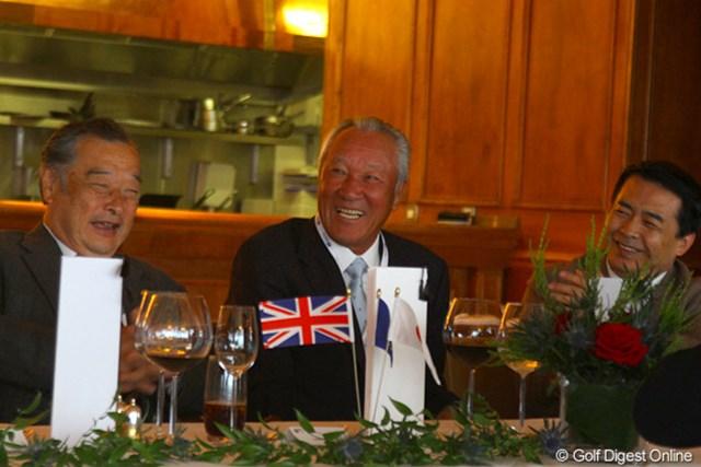 昼食会にはJGTOの小泉直会長や青木功名誉顧問の姿も