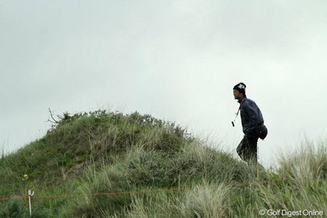 2010年 全英リコー女子オープン事前情報 丘の上から コースは平らなリンクスなのに、ロープの外は山あり谷あり。歩くだけでも一苦労です