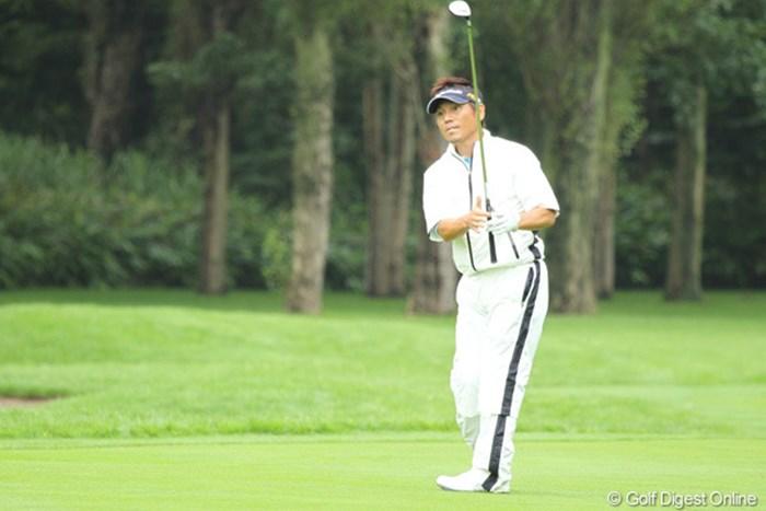 腰の痛みが再発したのか、ラウンド中足を引きずりながらもイーブンパーで踏ん張る田中秀道 2010年 サン・クロレラ クラシック2日目 田中秀道
