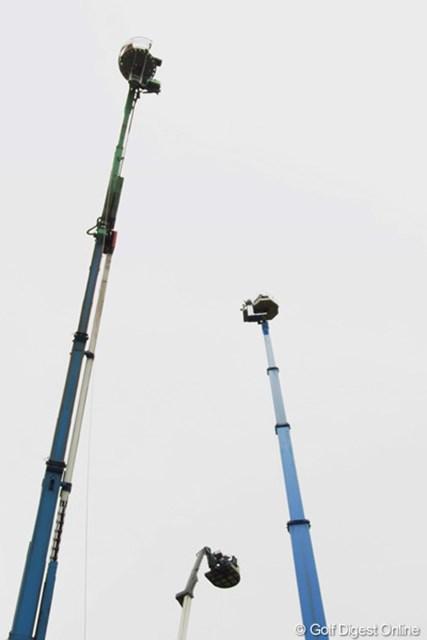 2010年 全英リコー女子オープン2日目 カメラマン テレビカメラのカメラマンは、1日中上空で仕事。寒そうです