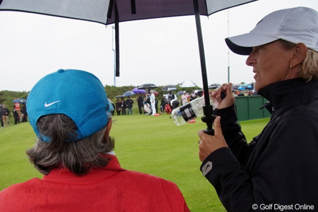 2010年 全英リコー女子オープン2日目 ピア&リン ピア(右)とリン(左)が藍ちゃんのラウンドを観戦中