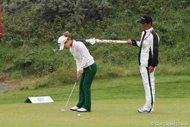 2010年 全英リコー女子オープン3日目 上田桃子 この日のホールアウト後も、パッティングの調整に余念の無い上田桃子