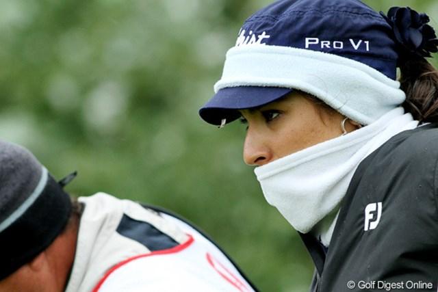 2010年 全英リコー女子オープン3日目 マリア・ウリベ コロンビア出身のウリベには、寒さは堪える?