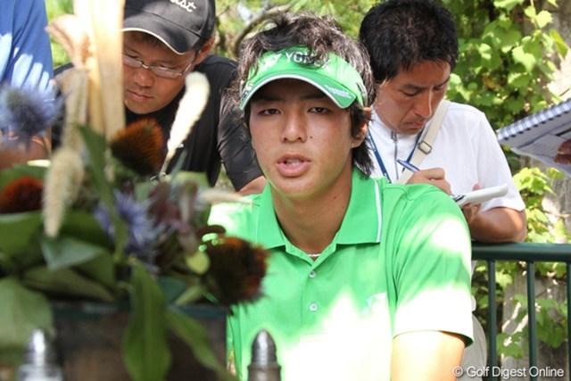 2010年 全米プロゴルフ選手権3日目 石川遼 予選落ちが確定し、日本のメディアに囲まれコメントをする石川