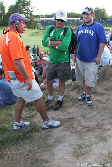 2010年 全米プロゴルフ選手権 最終日 18番2打目地点 現場にいたギャラリーが「ここだよ」と教えてくれた