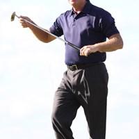ベテランのエルキントンも見せ場を作った!バーディを奪い刀を鞘にしまうようにパターを扱うパフォーマンス 2010年 全米プロゴルフ選手権最終日 スティーブ・エルキントン