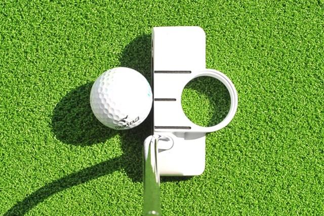 グリーン上で白色は映えるため、打つ時の集中力が増す