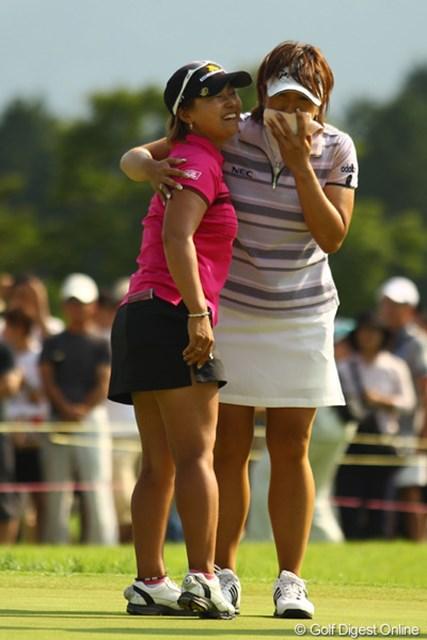 2010年 CAT Ladies最終日 馬場ゆかり&福嶋晃子 健闘を讃え合い、抱き合う二人。イイ試合でした