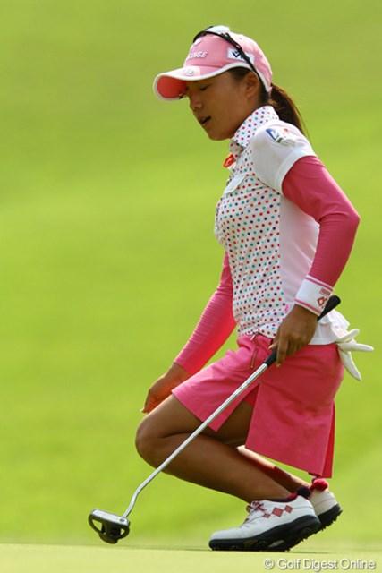 2010年 CAT Ladies最終日 有村智恵 16番バーディパットを外してこの表情。昨日の爆発的なゴルフの流れは、後半に入って消えてしまったようです