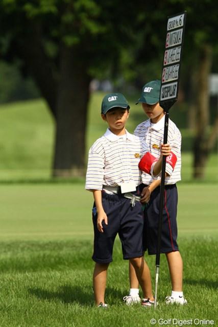 2010年 CAT Ladies最終日 ボランティアの子供達 お姉さま達のゴルフはどうだったかな?夏休みの思い出になったかな?