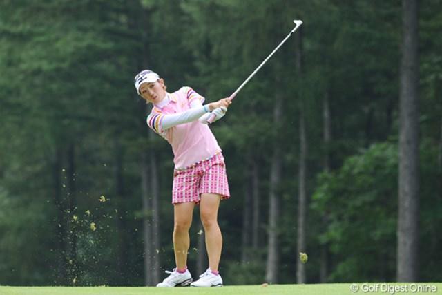 2010年 ニトリレディスゴルフトーナメント最終日 飯島茜 今週はステディなプレーで、しっかりスコアをまとめてきはりました。大人のゴルフ!?7位T