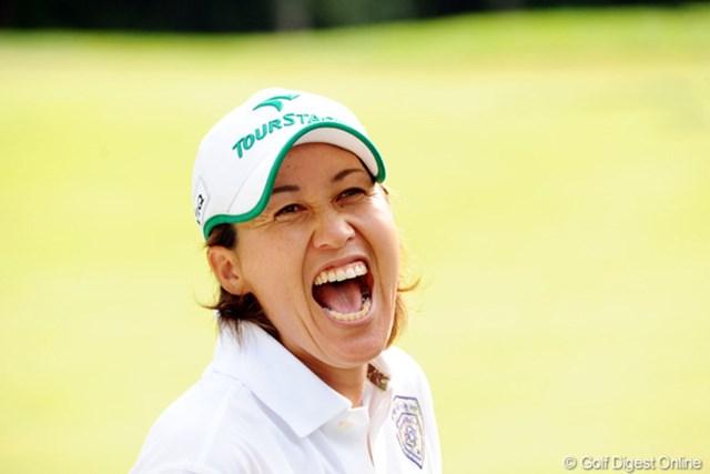 2010年 ニトリレディスゴルフトーナメント最終日 鬼澤信子 おめでとうアネキ!(7) プロ入り21年目の初勝利に嬉しさ大爆発!まさに破顔一笑とはこの表情のことですな!