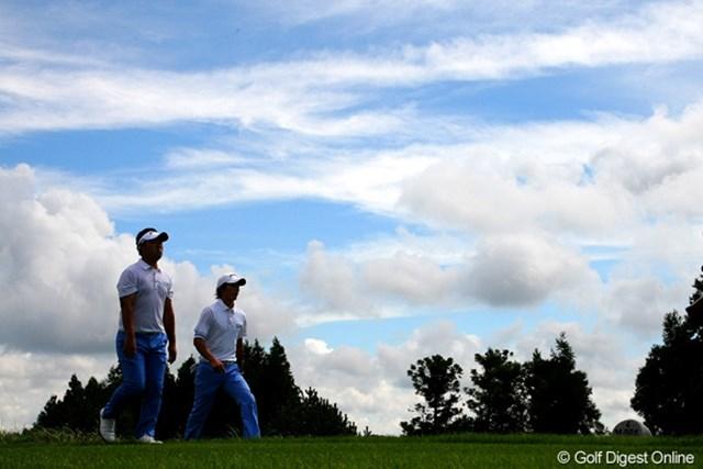 2010年 現代キャピタル招待 日韓プロゴルフ対抗戦初日 石川遼&薗田峻輔 ようやく晴れに恵まれた済州島。真夏並みの強い日差しが降り注いだ