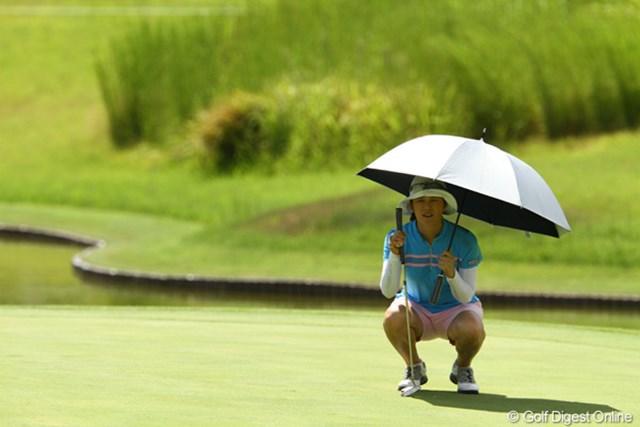 2010年 日本女子プロゴルフ選手権大会コニカミノルタ杯最終日 ヤング・キム 美白ゴルファーは今日もスコアを伸ばし、7アンダー3位タイ。日本初優勝も近そうです。