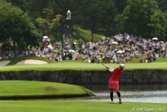 2010年 日本女子プロゴルフ選手権大会コニカミノルタ杯最終日 横峯さくら 1つでも入っていれば流れが変えられたのに・・・16番ホールまでオールパー!今日もパッティングで苦しみました。5アンダー単独7位です。