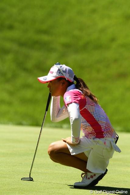 2010年 日本女子プロゴルフ選手権大会コニカミノルタ杯最終日 有村智恵 15番ホールでスロープレーの警告を受けるなど、今日は智恵ちゃんの日じゃなかったのかなぁ。1つスコアを伸ばし、1アンダー12位タイです。