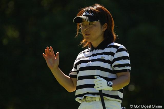 2010年 日本女子プロゴルフ選手権大会コニカミノルタ杯最終日 不動裕理 3番から3連続バーディーで波に乗ったかと思いきや・・・その後はボギーを連発。スコアを伸ばせず、3オーバー21位です。