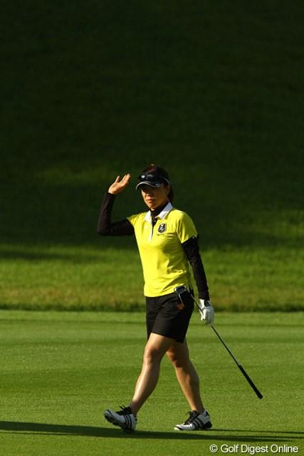 2010年 日本女子プロゴルフ選手権大会コニカミノルタ杯最終日 大山志保 13番で痛恨のダボ。それでも3つスコアを伸ばしました。お得意のガッツポーズも連発です。
