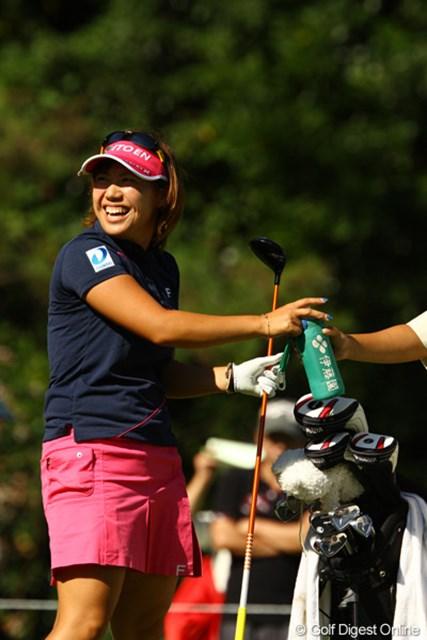 2010年 日本女子プロゴルフ選手権大会コニカミノルタ杯最終日 綾田紘子 目標としていた賞金1600万円を越えました!おめでとう!恐らくこれで賞金シードも間違いないでしょう。