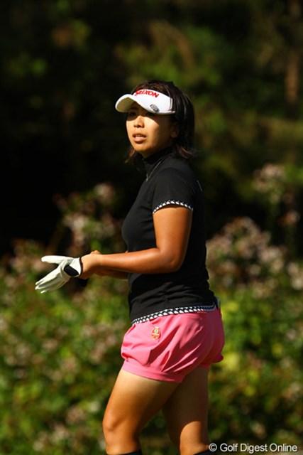 2010年 日本女子プロゴルフ選手権大会コニカミノルタ杯最終日 吉田弓美子 今日は残念ながら、悩殺ポーズ無し!でも、そのブルマ型ホットパンツでオジサンは満足です。