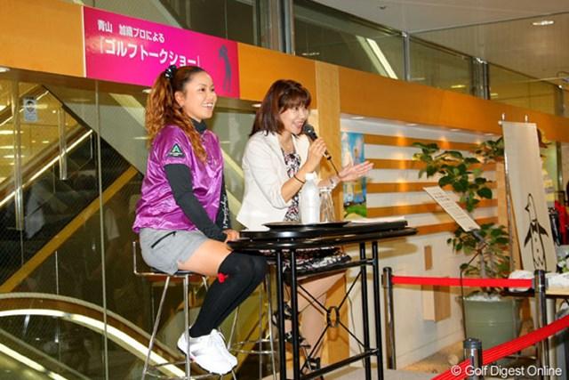 青山加織 名古屋市内でトークショーを行った青山加織。ファンを前に活躍を誓った