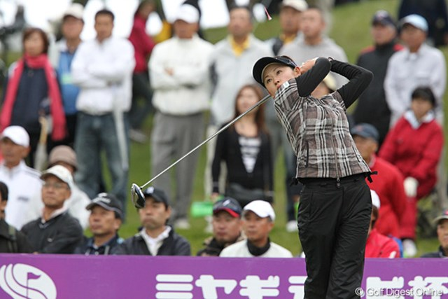 2010年 ミヤギテレビ杯ダンロップ女子オープンゴルフトーナメント2日目 北田瑠衣 我慢比べの2日に通算4アンダーで首位に浮上した北田瑠衣
